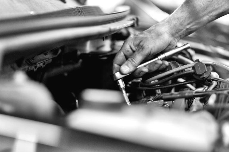 Voor reparatie en onderhoud van uw auto kunt u een eenmalige afspraak maken. Het is natuurlijk ook mogelijk om het jaarlijks terugkerende onderhoud, in combinatie met de APK-keuring bij ons onder te brengen.